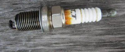 Коричневый налет на изоляторе свечи зажигания причины