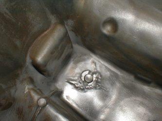 Чем заклеить алюминиевый поддон двигателя?