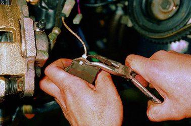 Как работает датчик износа тормозных колодок?