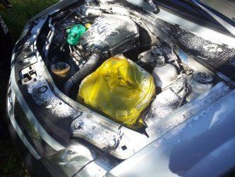 Что нужно закрывать при мойке двигателя?