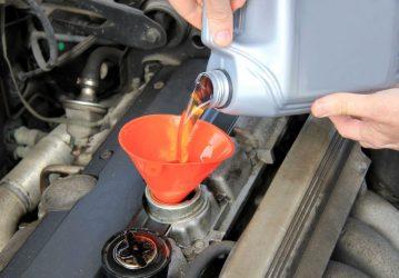 Как правильно доливать масло в двигатель?