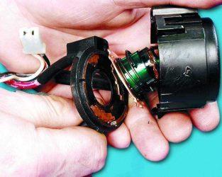 Как проверить контактную группу замка зажигания?