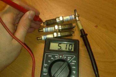 Как проверить сопротивление свечи зажигания мультиметром?