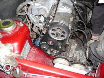 Почему ремень ГРМ сползает от двигателя?
