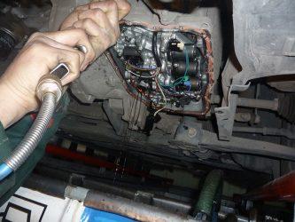 Зачем менять масло в коробке передач?