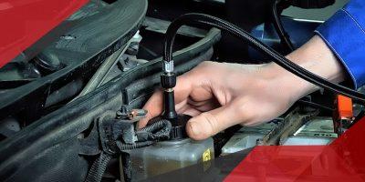 Как меняют тормозную жидкость в автосервисе?