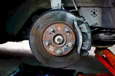 Поменял тормозные диски и колодки греется диск
