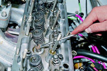 Как проверить маслосъемные колпачки не разбирая двигатель?