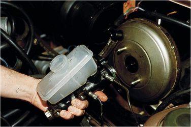 Как определить неисправность главного тормозного цилиндра?