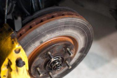 Должны ли греться передние тормозные диски?