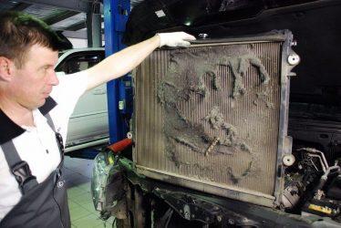 Как прочистить радиатор охлаждения двигателя?