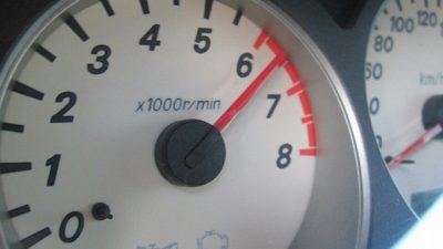 До каких оборотов можно раскручивать двигатель?